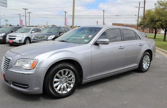 2013 chrysler 300 base killeen tx for sale in killeen texas classified. Black Bedroom Furniture Sets. Home Design Ideas