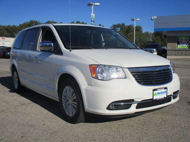 2013 chrysler town and country limited limited 4dr mini van for sale in dubuque iowa classified. Black Bedroom Furniture Sets. Home Design Ideas