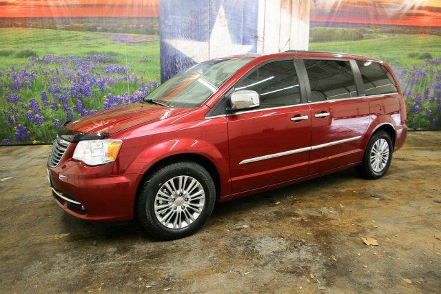2013 chrysler town and country touring l touring l 4dr mini van for sale in canyon lake texas. Black Bedroom Furniture Sets. Home Design Ideas