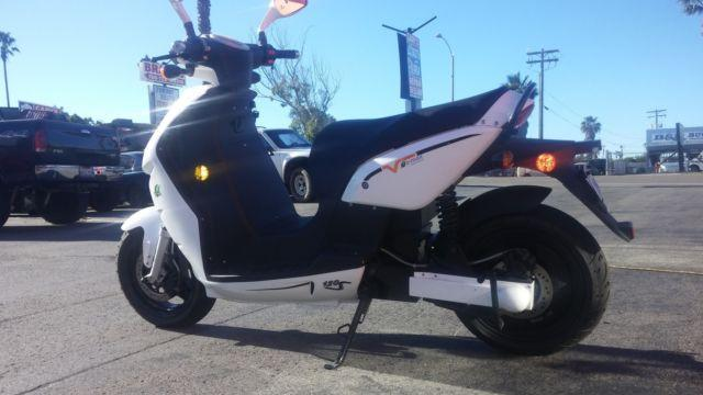 2013 EMAX ELECTRIC SCOOTER