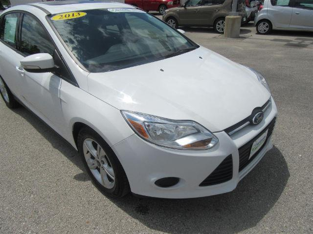 2013 ford focus se se 4dr sedan for sale in dubuque iowa classified. Black Bedroom Furniture Sets. Home Design Ideas