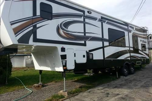 2013 Keystone Fuzion Toy Hauler 5th Wheel REDUCED PRICE