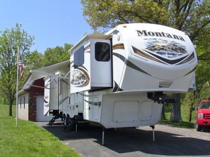 Montana Th Wheel Front Living Room