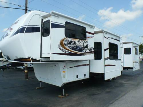 2013 Montana 3750FL Fifth Wheel 5 Slides Front Living Room For Sale In Clyd