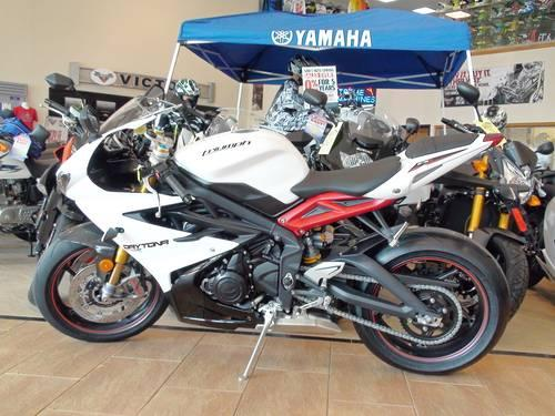 2013 triumph daytona 675r white for sale in perrineville new jersey classified. Black Bedroom Furniture Sets. Home Design Ideas