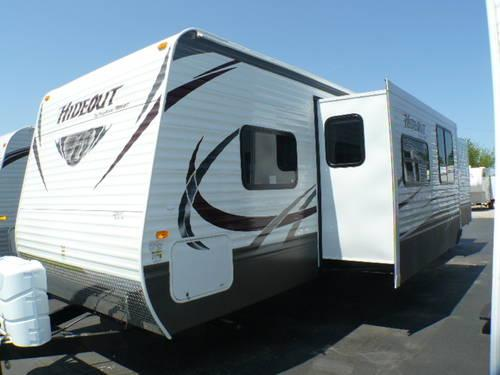 2013 hideout 38fqds travel trailer 2 slides 2 bedrooms for sale in clyde ohio classified for Two bedroom travel trailers for sale