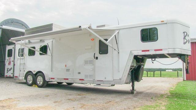 2014 Bison Stratus 3 Horse Trailer W Living Quarters