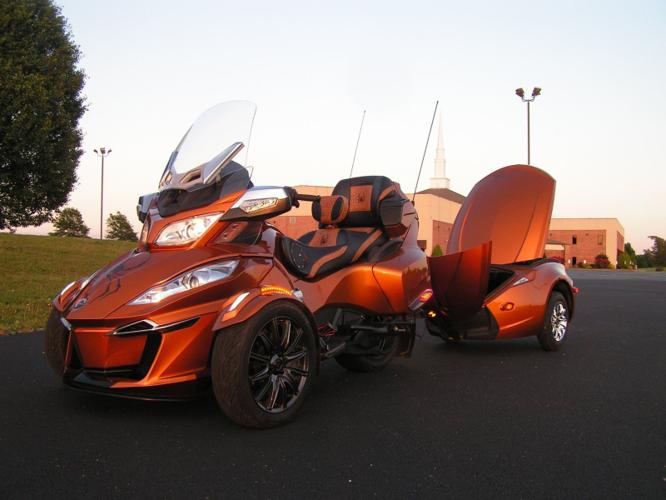 2014 CAN-AM Spyder RT-S SE5 with matching trailer