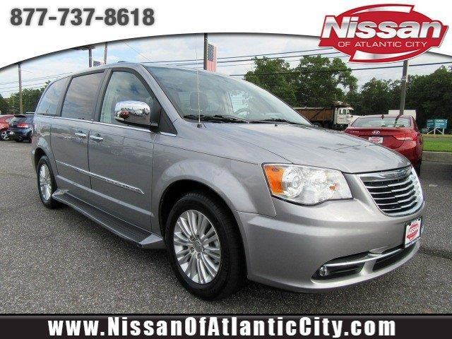 2014 Chrysler Town and Country Limited Limited 4dr
