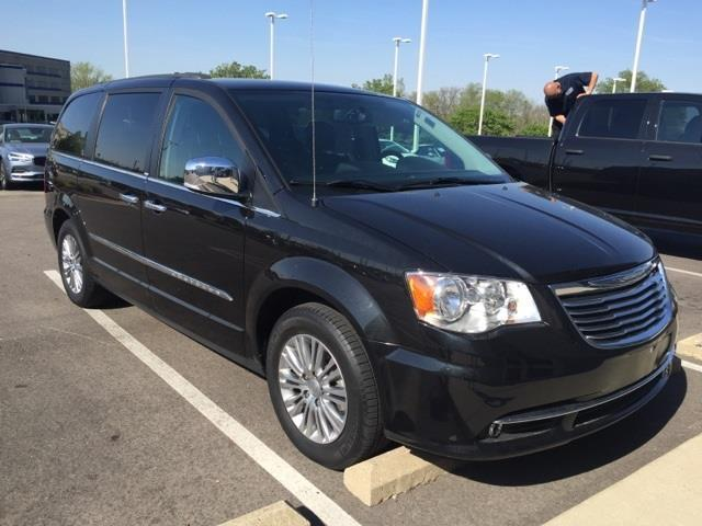 2014 chrysler town and country touring l touring l 4dr. Black Bedroom Furniture Sets. Home Design Ideas
