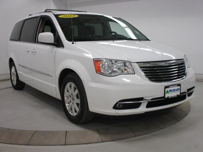 2014 chrysler town and country touring touring 4dr mini van for sale in dubuque iowa classified. Black Bedroom Furniture Sets. Home Design Ideas