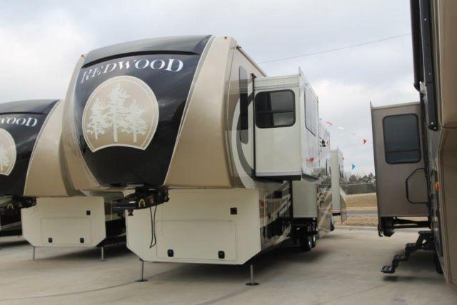 2014 REDWOOD 38FL - MINOR HAIL DAMAGE - LUXURY FIFTH