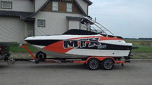 2014 Rinker 220 Extreme Wakeboard Boat