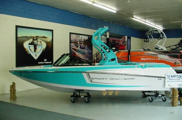 2014 Sport Nautique 200 -Cross-Over Boat