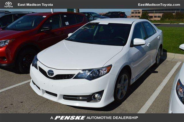 used 2014 toyota camry se sport sedan review ratings. Black Bedroom Furniture Sets. Home Design Ideas
