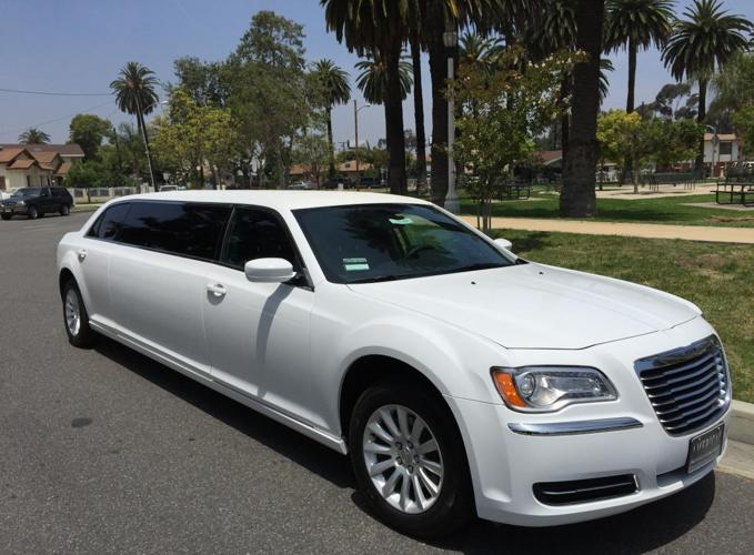 2014 white 70 inch chrysler 300 limo for sale 641 for sale in lynwood california classified. Black Bedroom Furniture Sets. Home Design Ideas