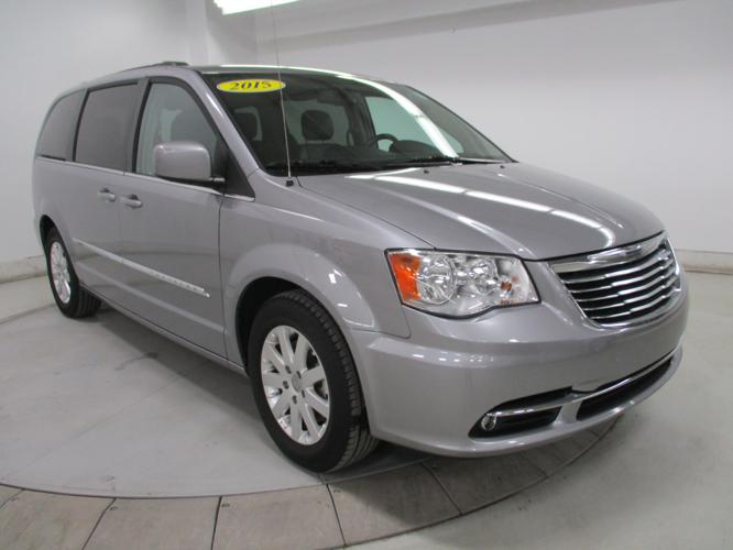 2015 chrysler town and country touring touring 4dr mini van for sale in dubuque iowa classified. Black Bedroom Furniture Sets. Home Design Ideas