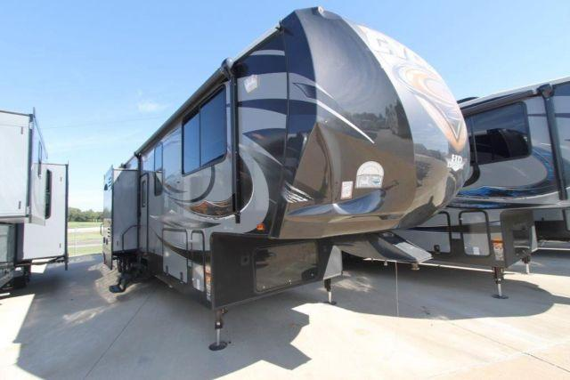 2015 Cyclone 4114 HD Edition Toy Hauler Fifth Wheel for Sale