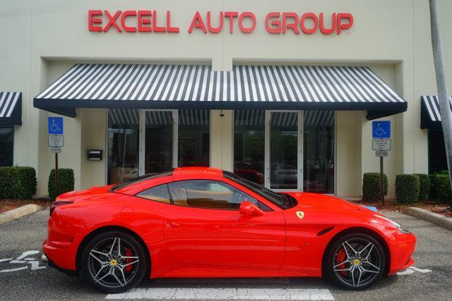 2015 Ferrari California T Base 2dr Convertible