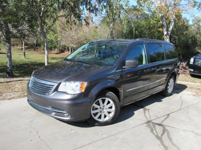 2016 Chrysler Town and Country Touring Touring 4dr