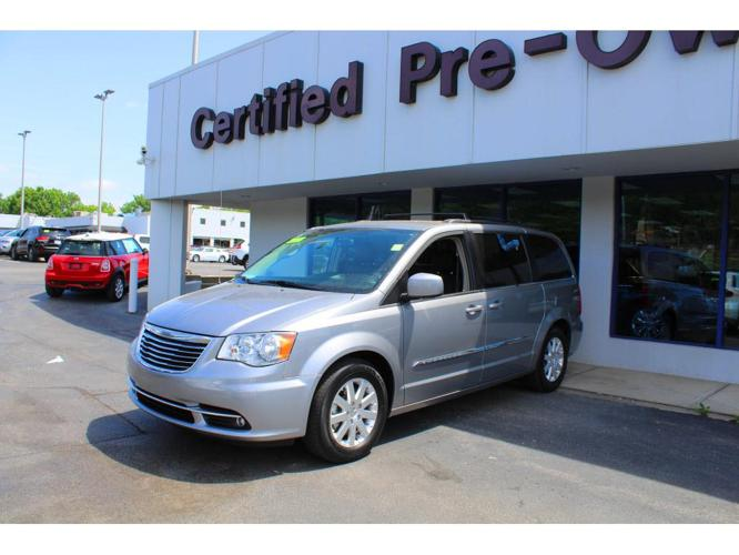 2016 chrysler town and country touring touring 4dr mini van for sale in fullerton california. Black Bedroom Furniture Sets. Home Design Ideas