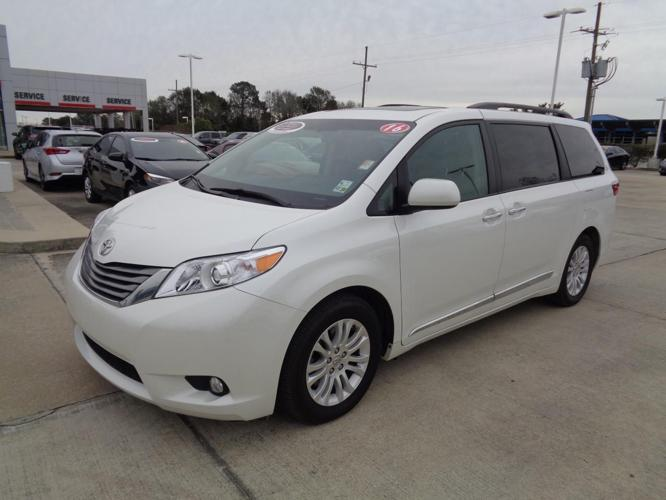 2016 toyota sienna xle 7 passenger auto access seat xle 7 passenger auto access seat 4dr mini. Black Bedroom Furniture Sets. Home Design Ideas