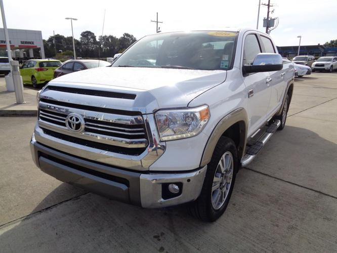 2016 toyota tundra platinum 4x4 platinum 4dr crewmax cab. Black Bedroom Furniture Sets. Home Design Ideas