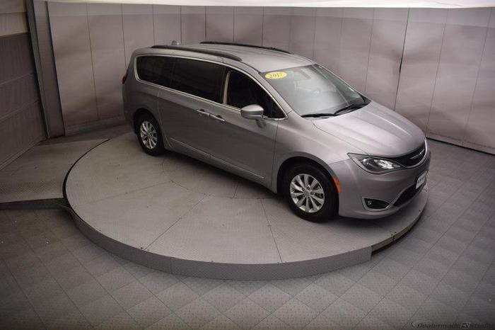 2017 chrysler pacifica touring l touring l 4dr mini van for sale in dubuque iowa classified. Black Bedroom Furniture Sets. Home Design Ideas