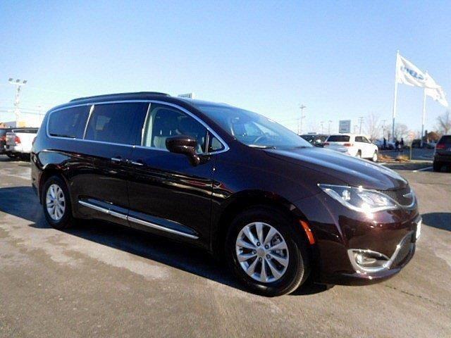 2017 chrysler pacifica touring l touring l 4dr mini van for sale in east hanover new jersey. Black Bedroom Furniture Sets. Home Design Ideas
