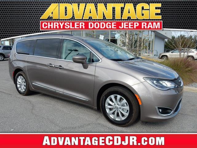2017 Chrysler Pacifica Touring-L Touring-L 4dr Mini-Van
