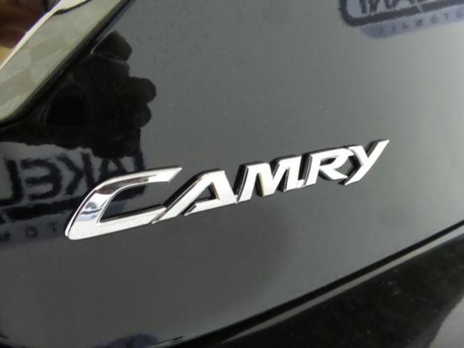 2017 Toyota Camry SE SE 4dr Sedan