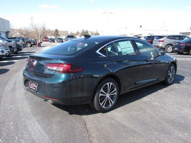 2018 Buick Regal Sportback Essence Essence 4dr