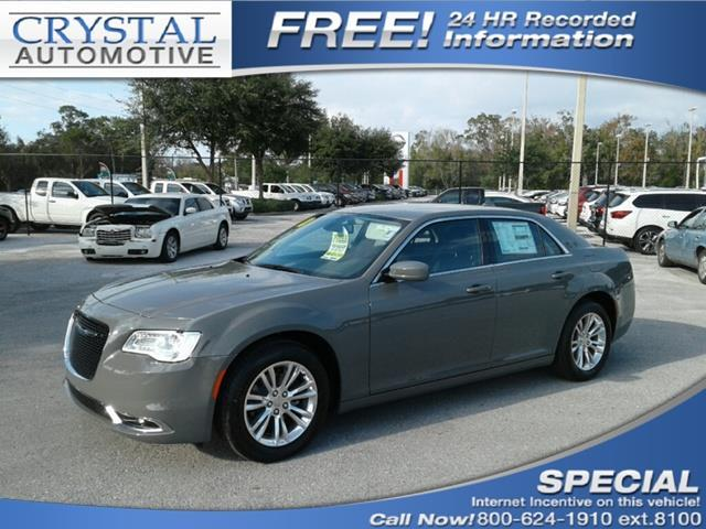2018 Chrysler 300 Touring Touring 4dr Sedan