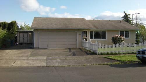 Overhead door salem oregon garage doors empty garage for Garage door repair salem oregon