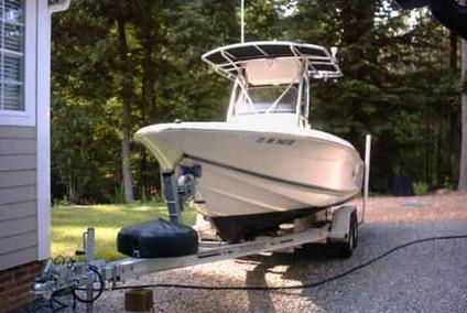 $21,900 2004 Scout 210 Sportfish center console