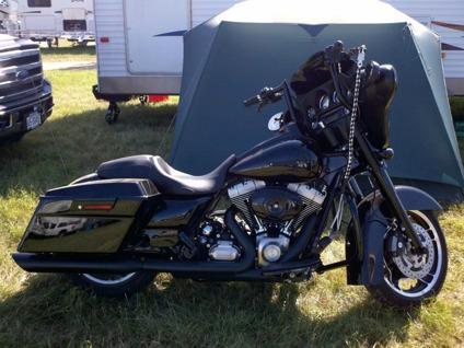 $22,500 2011 harley davidson street glide
