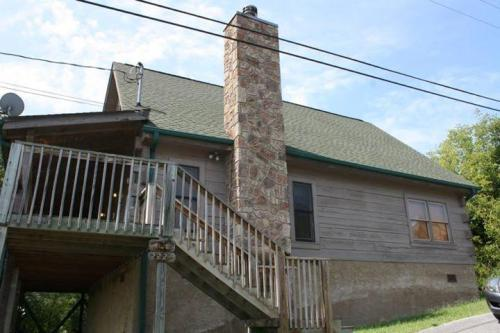 2226 eagle feather drive sevierville 2br for sale in for American eagle cabin pigeon forge tn