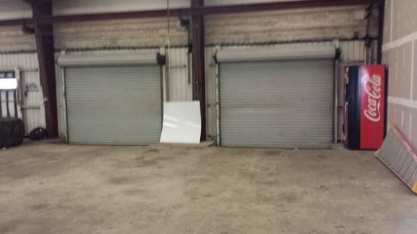 $2250 / 5500ft² - warehouse/garage 5500 sf on Beal pkwy