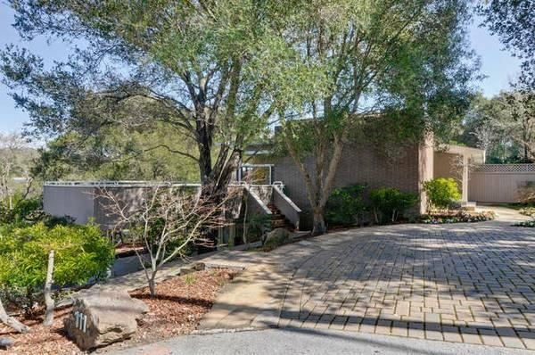 $2398000 / 5br - 4000ft² - Close-in country! Nature all