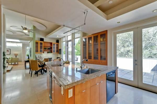 $2398000 / 5br - 4000ft² - Stunning contemporary,