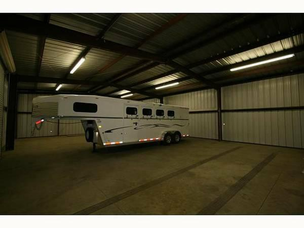 2400ft 178 60x40 Garage Warehouse Close To The 8 For