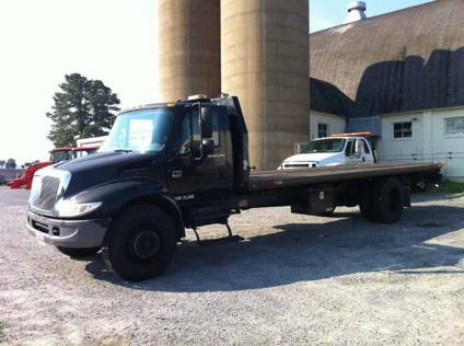 $25,000 2005 International Flat Bed Tow Truck