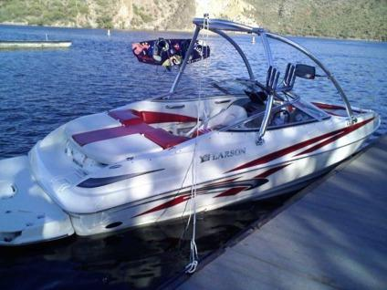 $25,500 2009 Larson 186 Senza Bowrider with Wakeboard