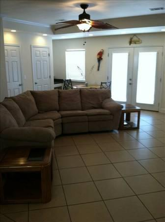 $250 / 6br - 2250ft² - $1600 PER WEEK AUGUST 30 TO