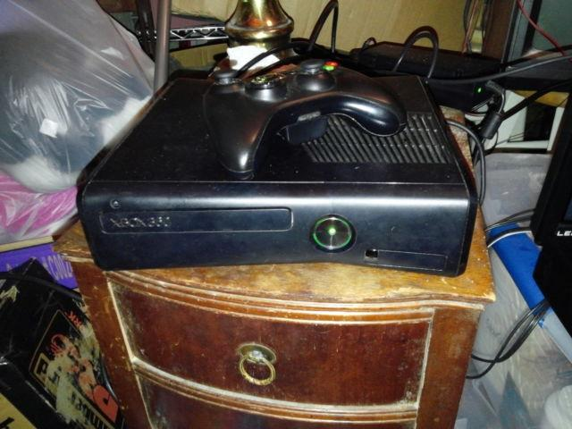 250G Xbox 360 slim plus 3 games