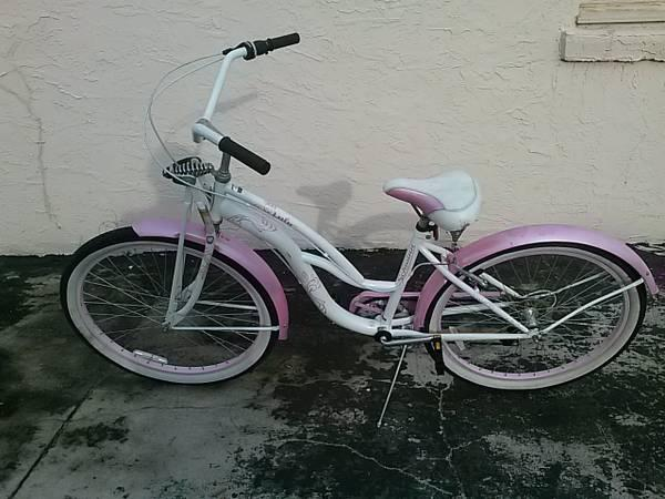 26 Womens Schwinn Lulu Beach Cruiser - $100