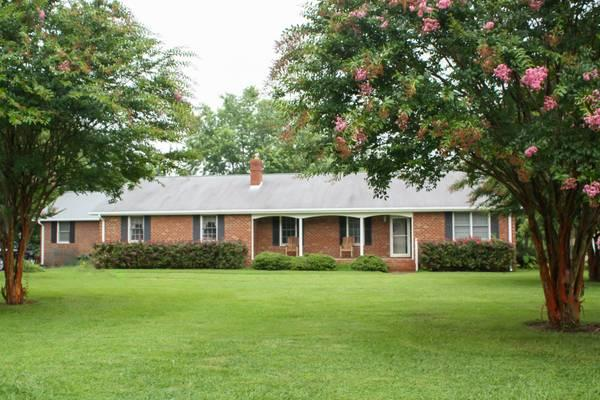 $264950 / 4br - 2794ft² - Brick Rancher on Large Lot in