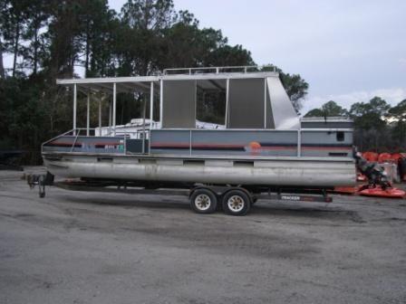 28 Foot Pontoon Boat Tritoon Motor and Trailer