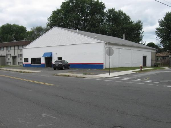 $2850 / 7000ft² - Office/Warehouse with Fenced in Yard