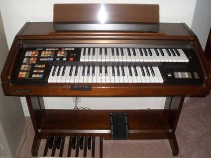 Immaculate Kawai Sr2 Electric Organ With Storage Bench